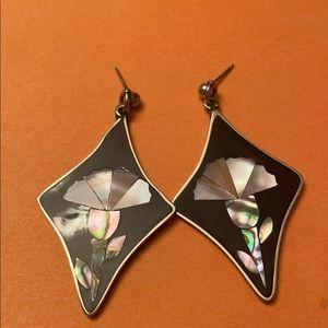 3/$60💎 VTG Alpaca Mexico mother of pearl earrings